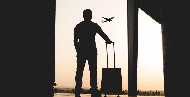 Un voyageur à la valise
